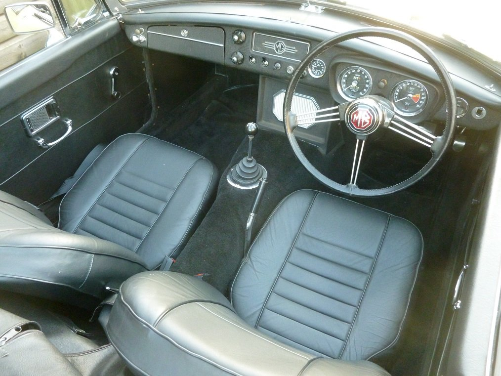 MGB Roadster 1969.  Very original.  Overdrive, Wire wheels.  SOLD (picture 5 of 6)