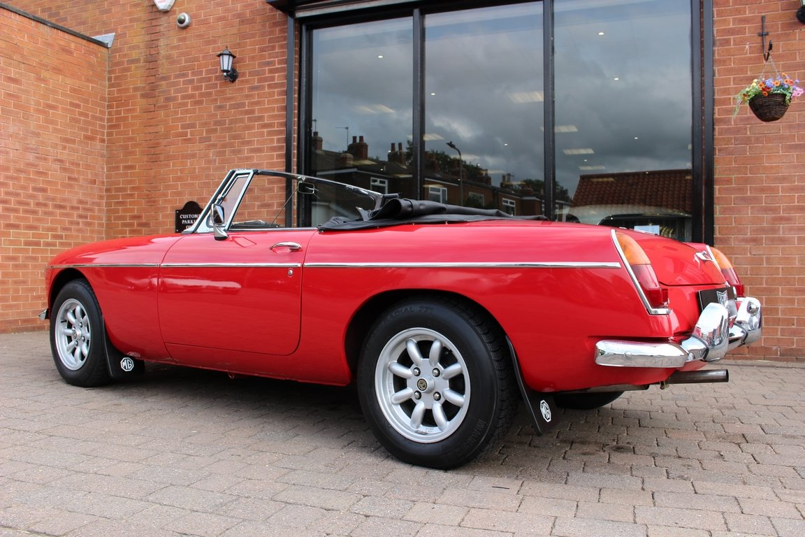 1966 MGB Roadster - Restored | Power Steering SOLD (picture 4 of 6)