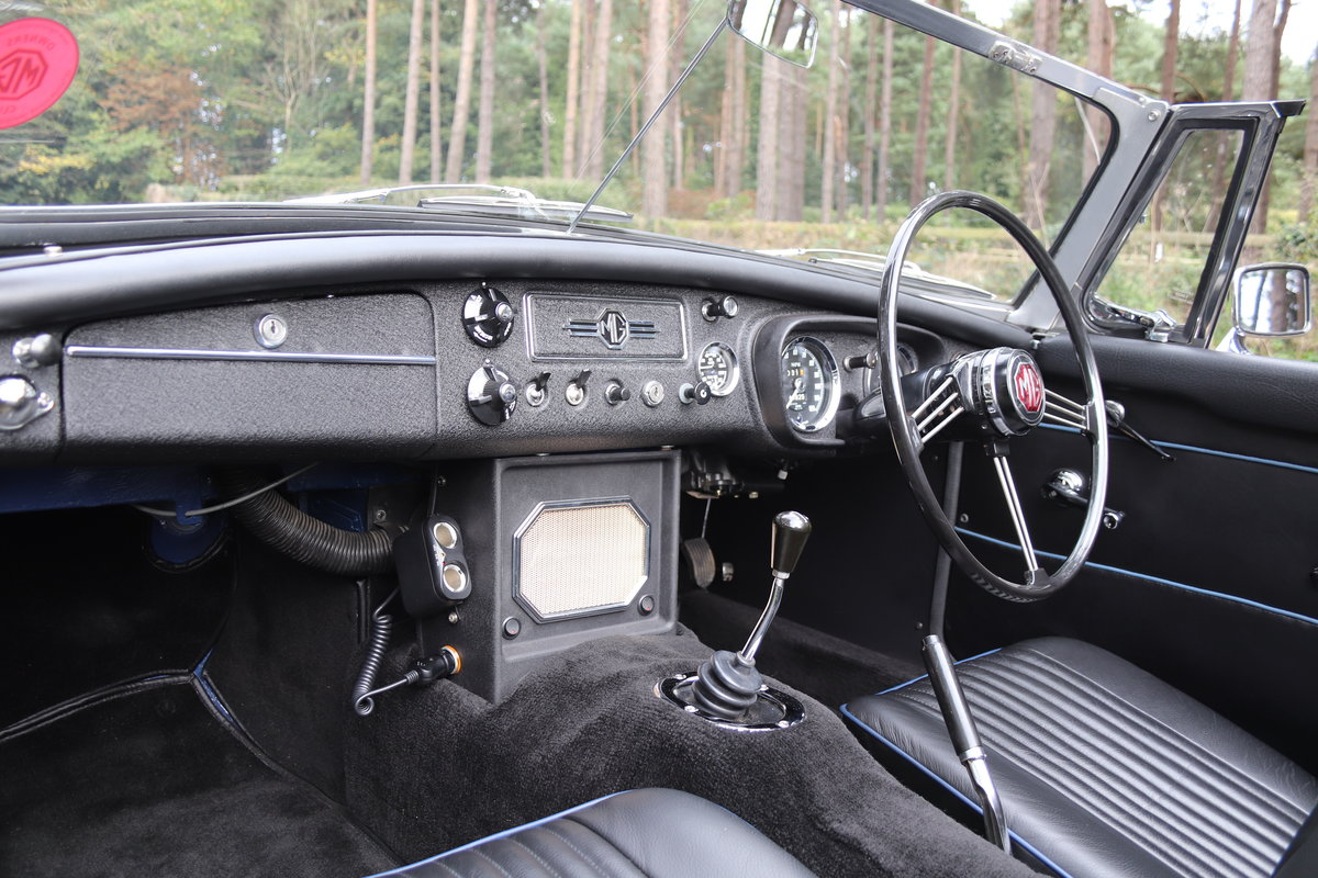 1966 MGB Roadster - Fully Rebuilt, UK Car, PAS For Sale (picture 11 of 19)
