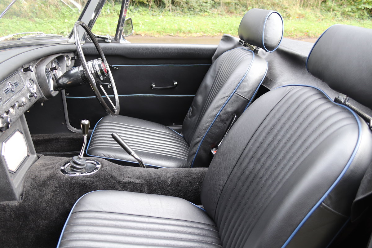 1966 MGB Roadster - Fully Rebuilt, UK Car, PAS For Sale (picture 13 of 19)