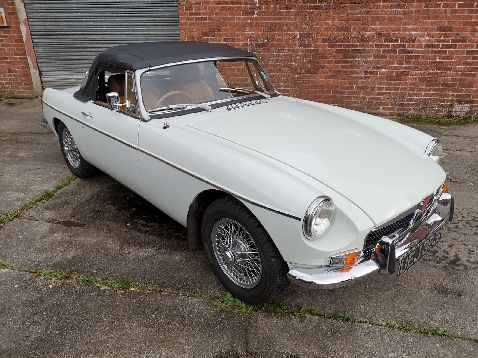 1974 MG B Roadster  For Sale (picture 1 of 6)