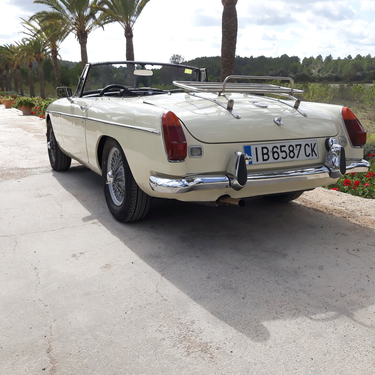 1973 MGB Roadster For Sale (picture 2 of 6)