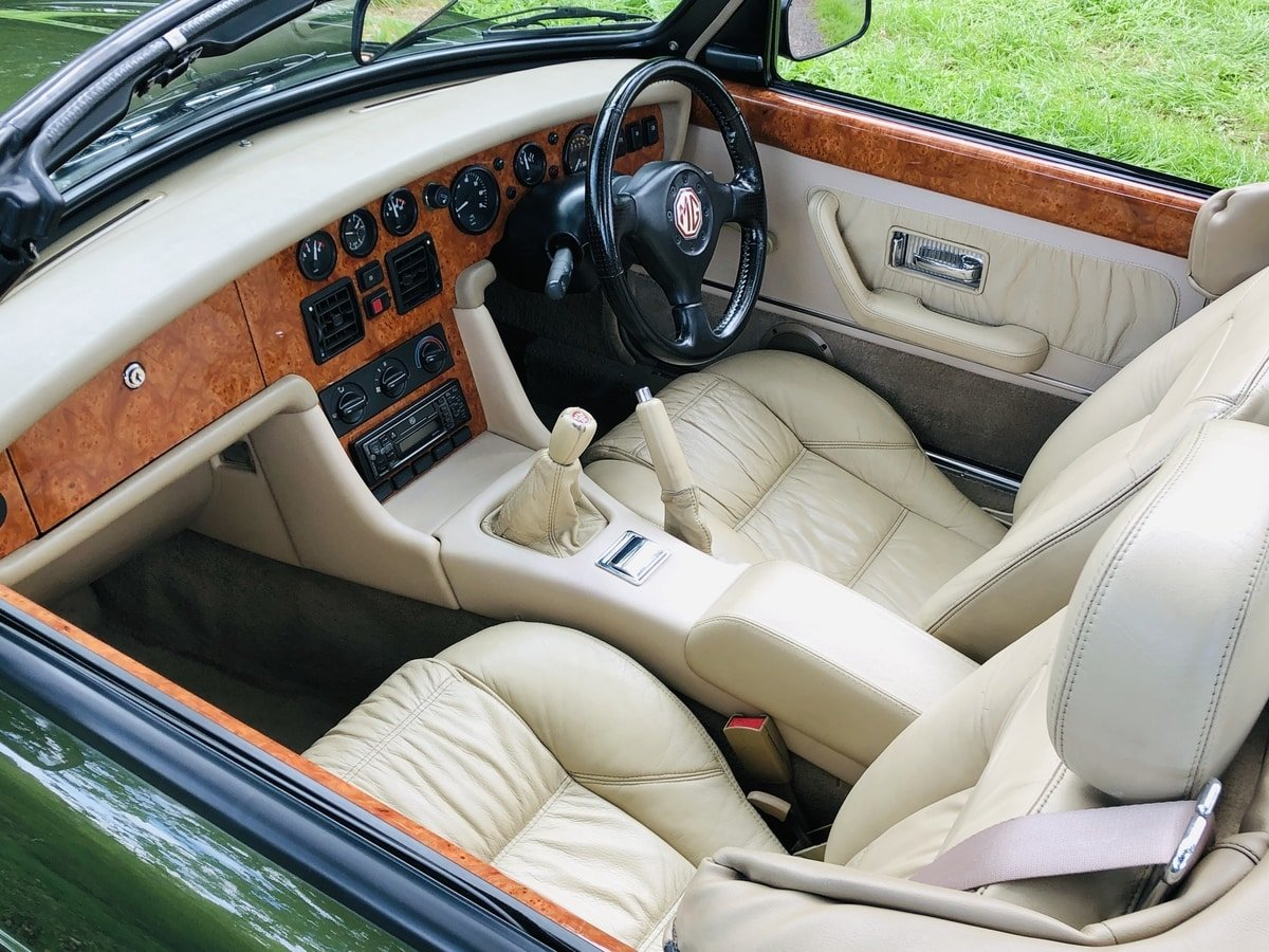 1994 MG RV8  3.9 V8 Roadster 49000 miles For Sale (picture 4 of 6)