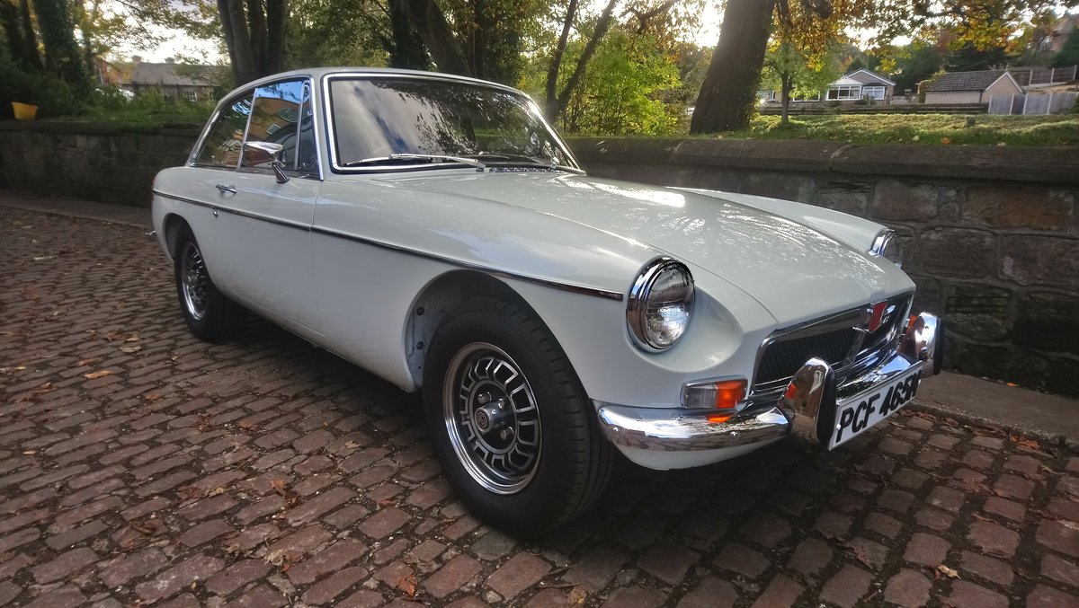 MGB GT V8 1974 Glacier White Genuine factory Vehicle For Sale (picture 2 of 6)
