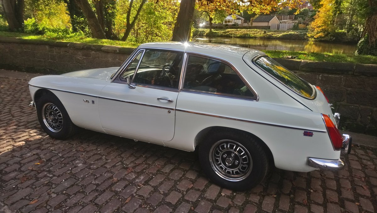 MGB GT V8 1974 Glacier White Genuine factory Vehicle For Sale (picture 5 of 6)