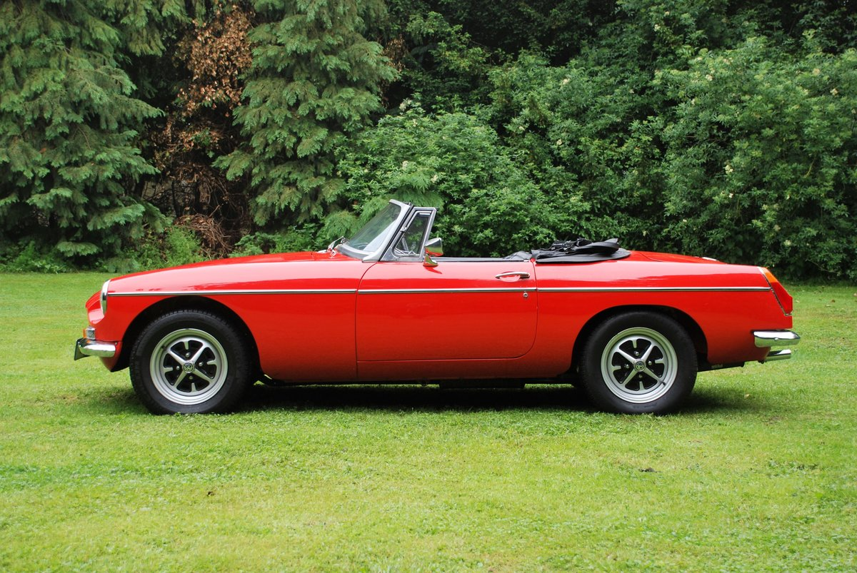 1973 MGB Roadster in Red with Black trim excellent condition For Sale (picture 2 of 6)