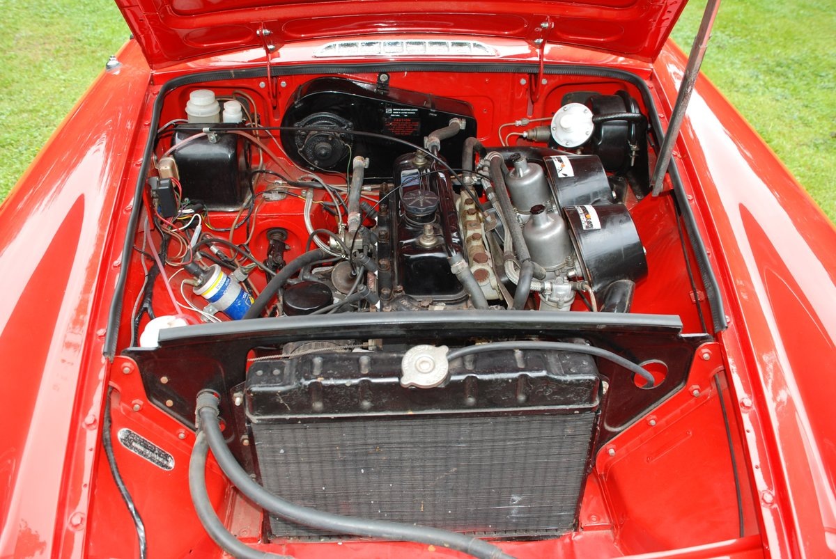 1973 MGB Roadster in Red with Black trim excellent condition For Sale (picture 6 of 6)
