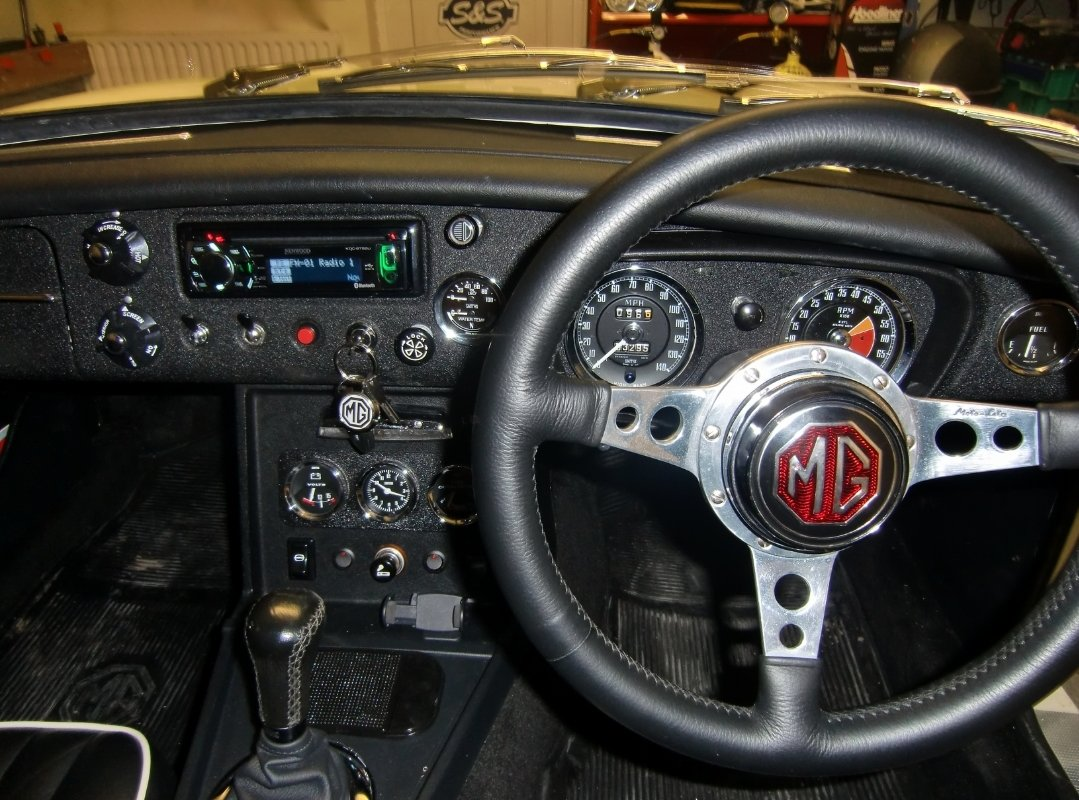 1969 MGC GT fully restored power steering & overdrive For Sale (picture 3 of 6)