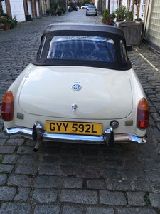 1972 MGB Roadster in Old English White