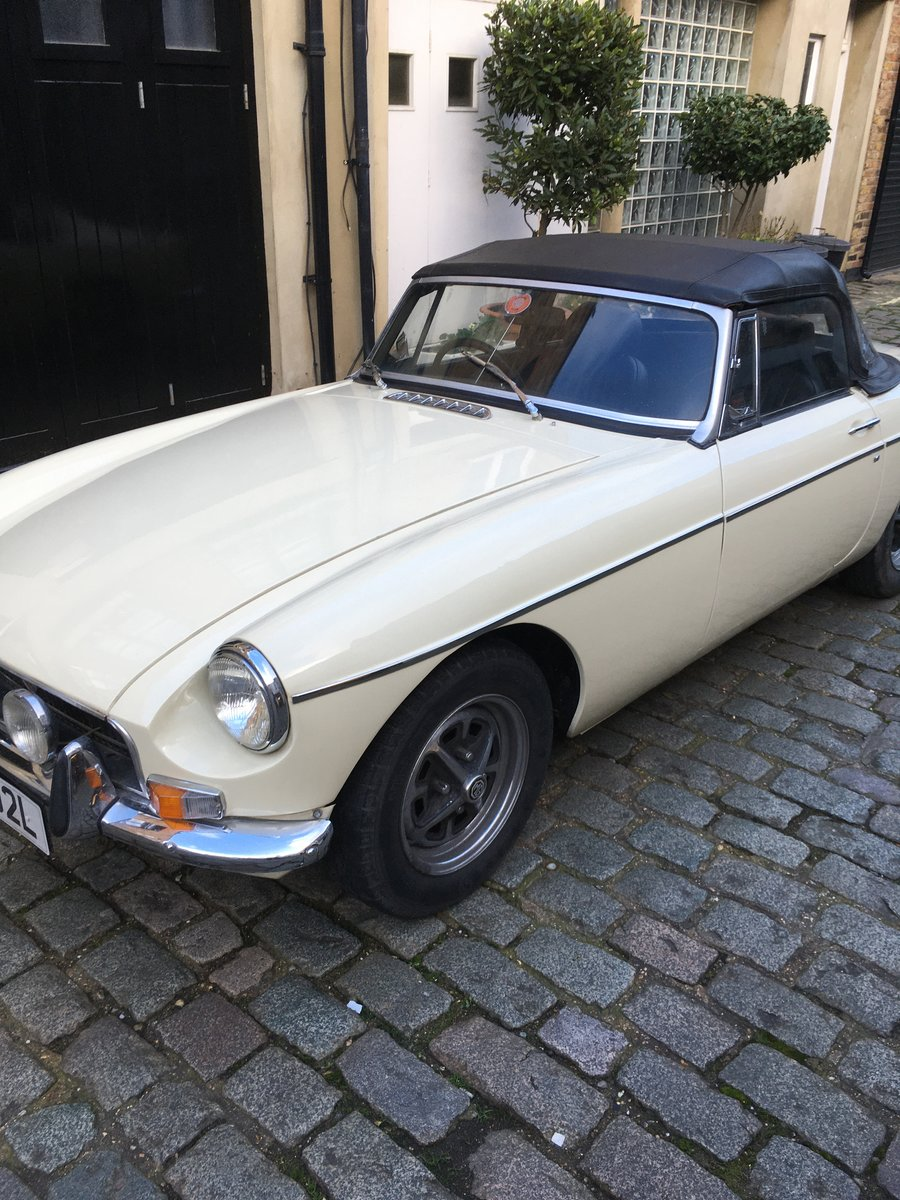1972 MGB Roadster in Old English White For Sale (picture 2 of 5)