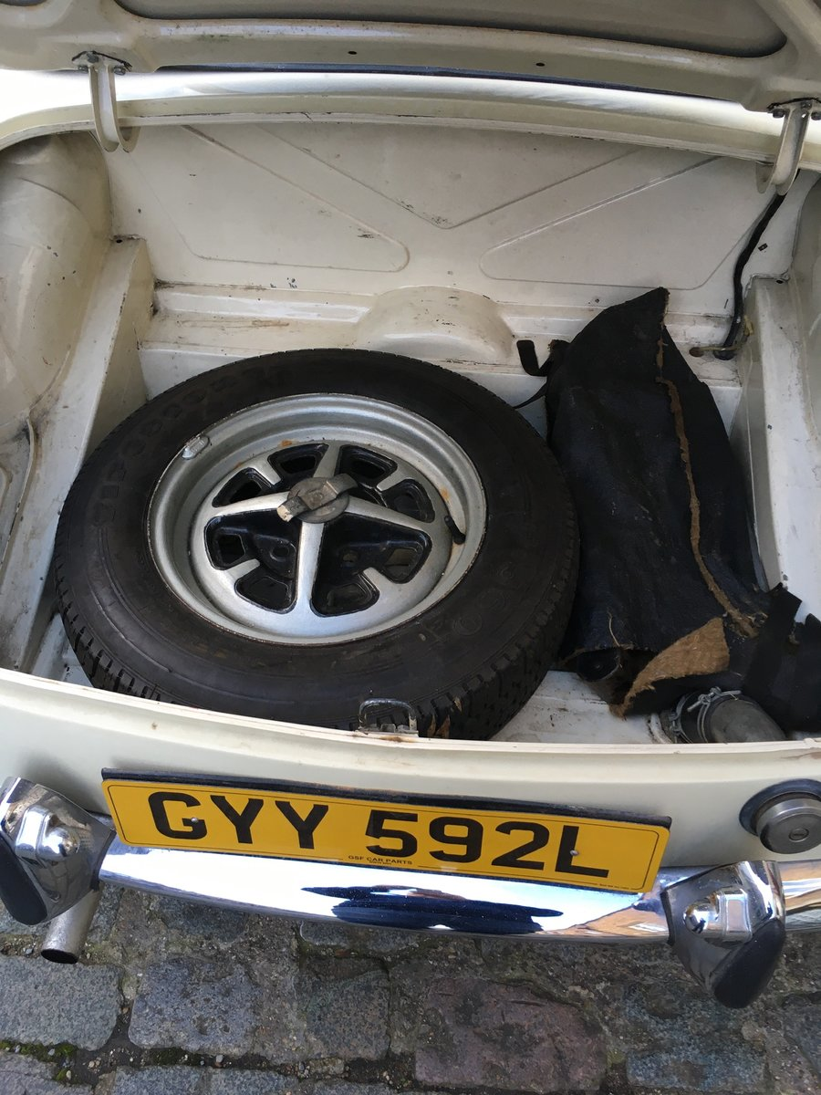 1972 MGB Roadster in Old English White For Sale (picture 4 of 5)