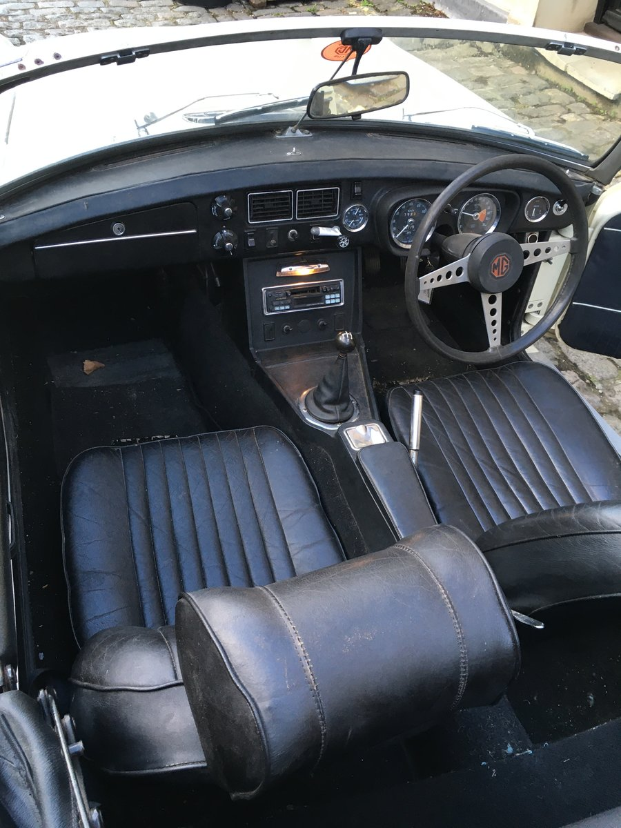 1972 MGB Roadster in Old English White For Sale (picture 5 of 5)