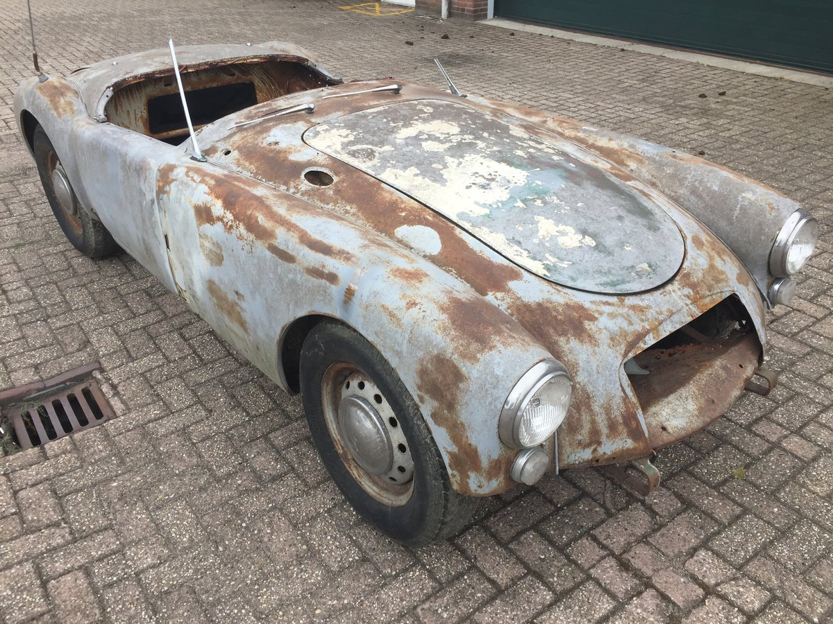 1961 MG MGA 1600 roadster for restoration For Sale (picture 1 of 6)