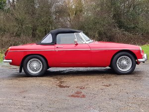 MG B Roadster, 1971, Red, Chrome wires For Sale