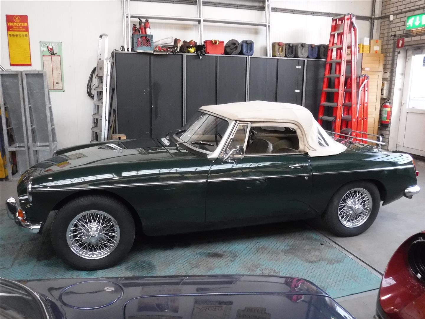 1968 MG B cabrio (In Britsh Racing Green!) For Sale (picture 1 of 6)
