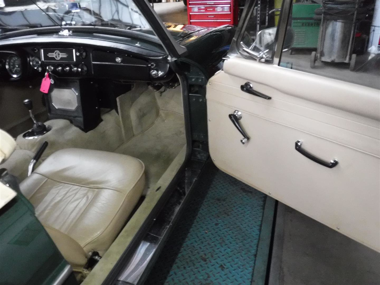 1968 MG B cabrio (In Britsh Racing Green!) For Sale (picture 5 of 6)