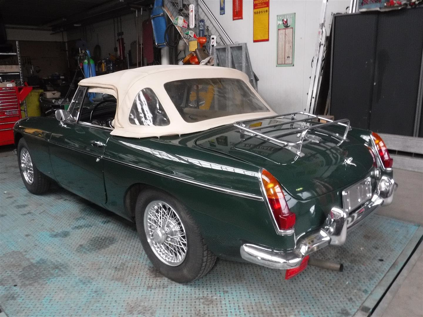 1968 MG B cabrio (In Britsh Racing Green!) For Sale (picture 6 of 6)
