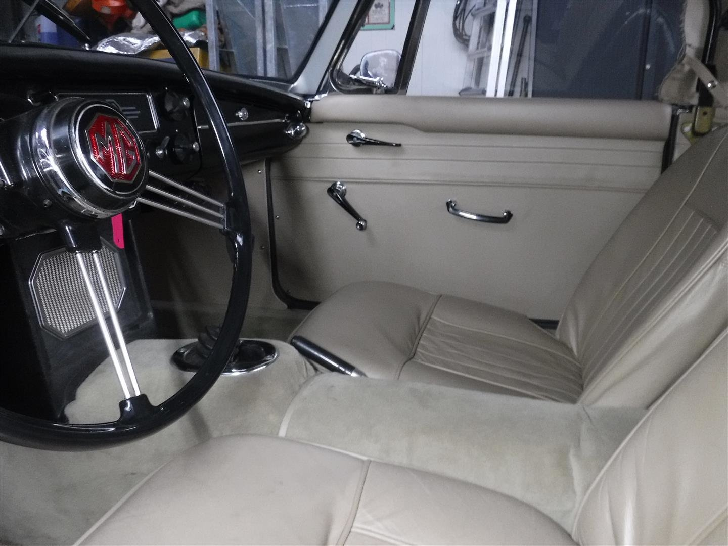 1968 MG B cabrio (In Britsh Racing Green!) For Sale (picture 3 of 6)