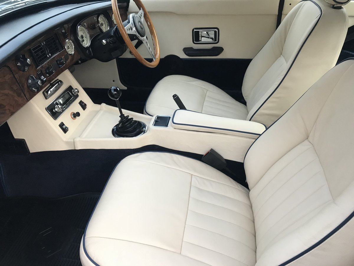 1976 MGB GT fully rebuilt with a 3.5 V8 engine  For Sale (picture 5 of 6)