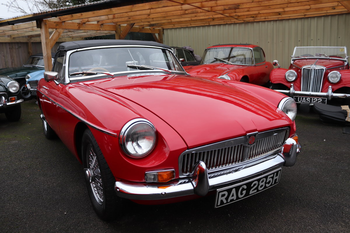 1969 MGB HERITAGE SHELL, Upgraded in tartan red For Sale (picture 1 of 6)