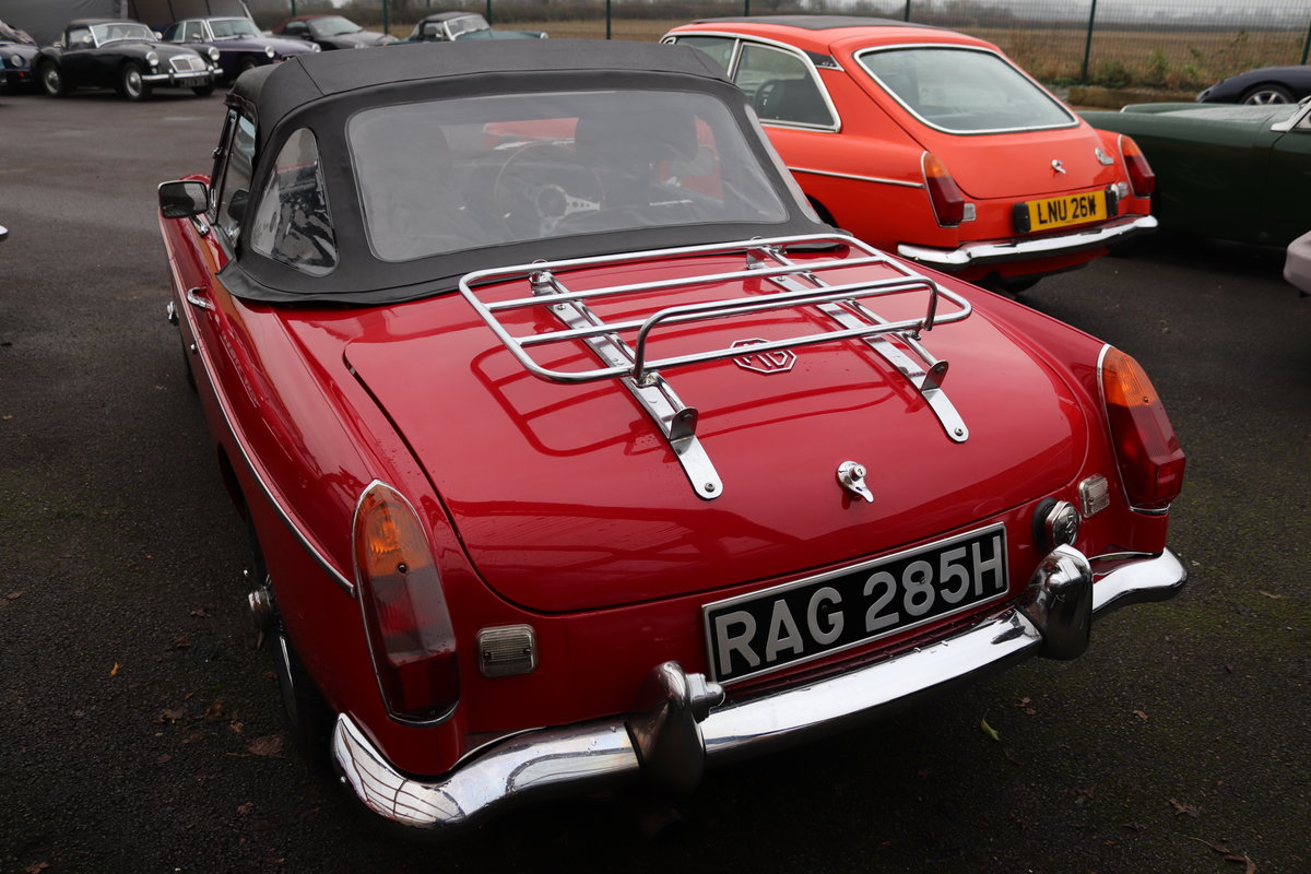 1969 MGB HERITAGE SHELL, Upgraded in tartan red For Sale (picture 2 of 6)