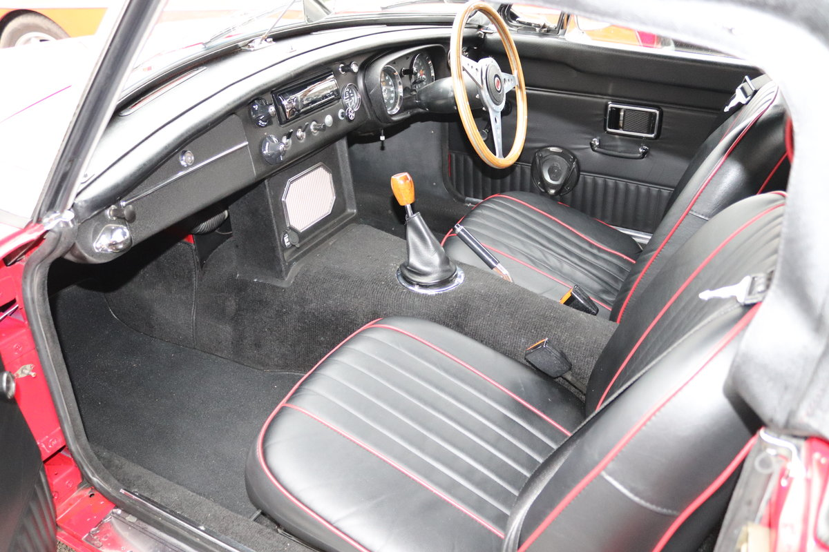 1969 MGB HERITAGE SHELL, Upgraded in tartan red For Sale (picture 3 of 6)