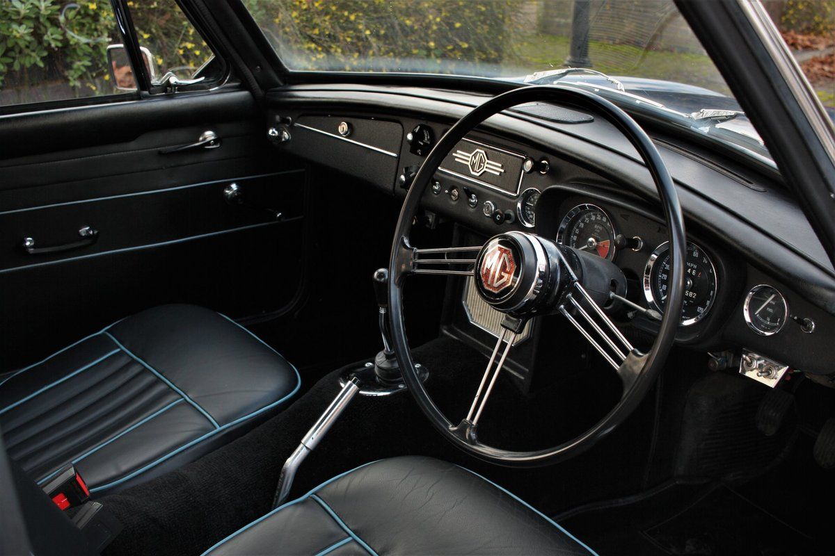 1967 Mk1 MGB GT - Mineral Blue, Disc Wheels - MGBGT MG BGT SOLD (picture 3 of 6)