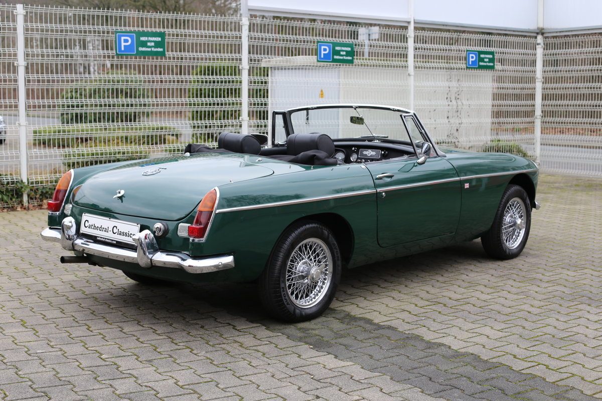 1969 A nicely presented 'ready for summer' LHD MG B Roadster SOLD (picture 2 of 6)
