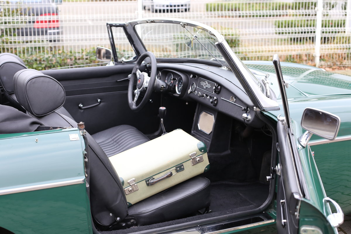 1969 A nicely presented 'ready for summer' LHD MG B Roadster SOLD (picture 3 of 6)