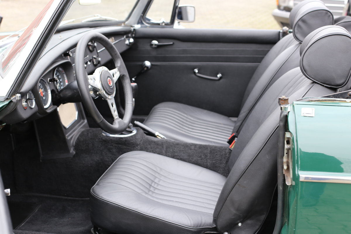 1969 A nicely presented 'ready for summer' LHD MG B Roadster SOLD (picture 4 of 6)