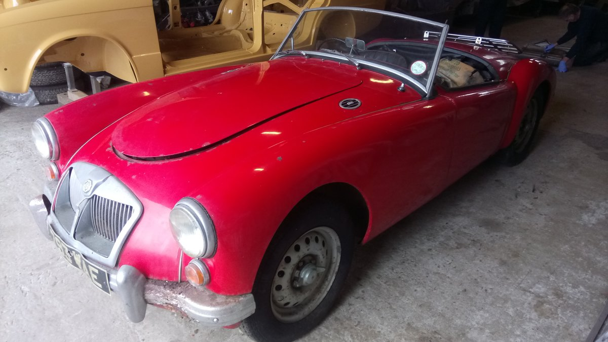 1962 MGA MK2 Deluxe Roadster For Sale (picture 1 of 2)
