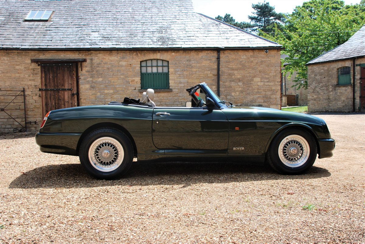 1995 A beautiful condition MG RV8 with just 6,000 miles For Sale (picture 3 of 6)