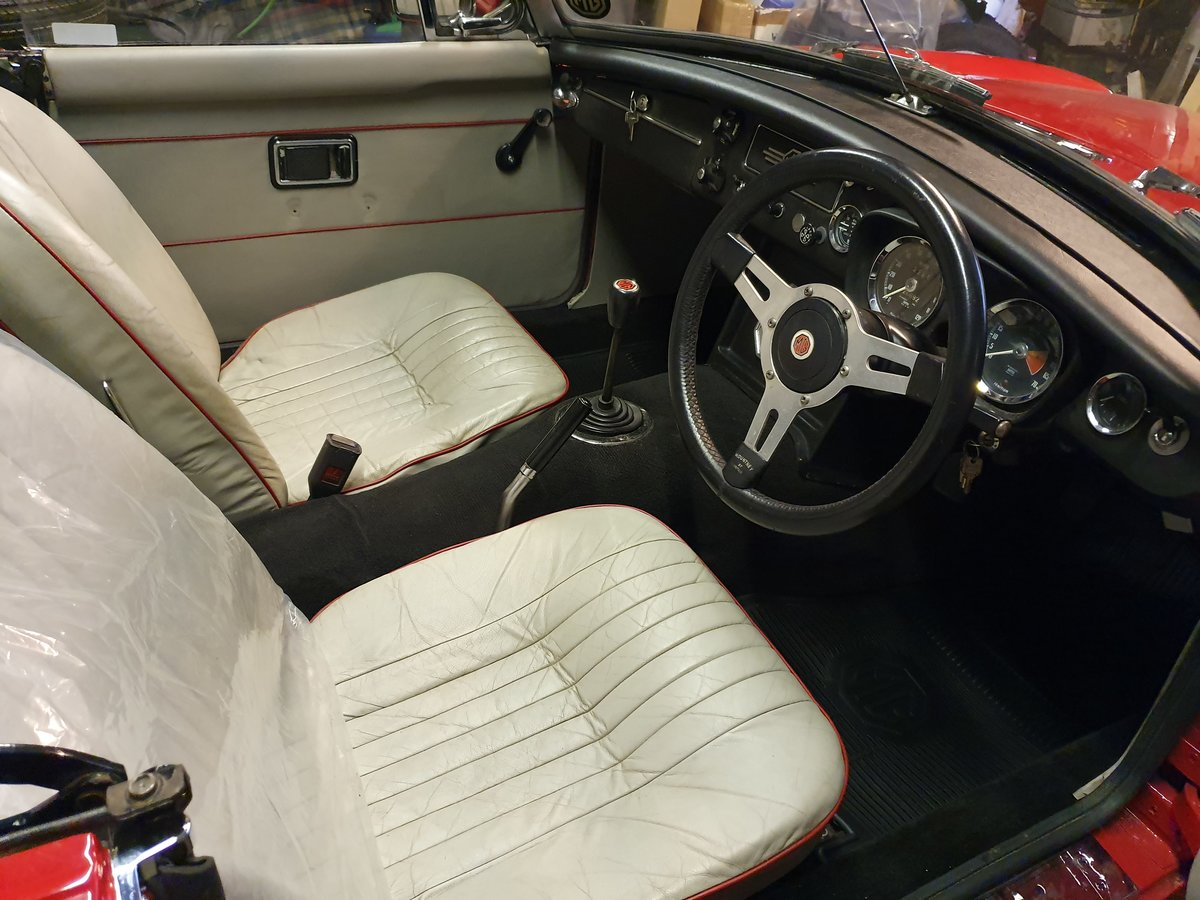 MG B Roadster, 1971, Tartan Red For Sale (picture 5 of 5)