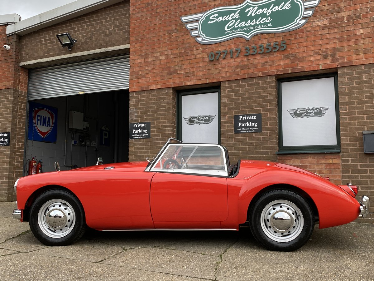 Stunning fully restored 1956 MGA Roadster, outstanding! For Sale (picture 2 of 6)