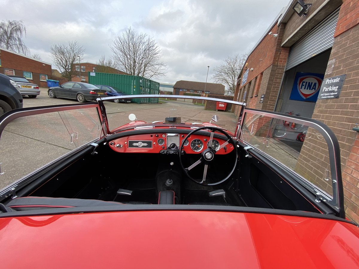 Stunning fully restored 1956 MGA Roadster, outstanding! For Sale (picture 3 of 6)