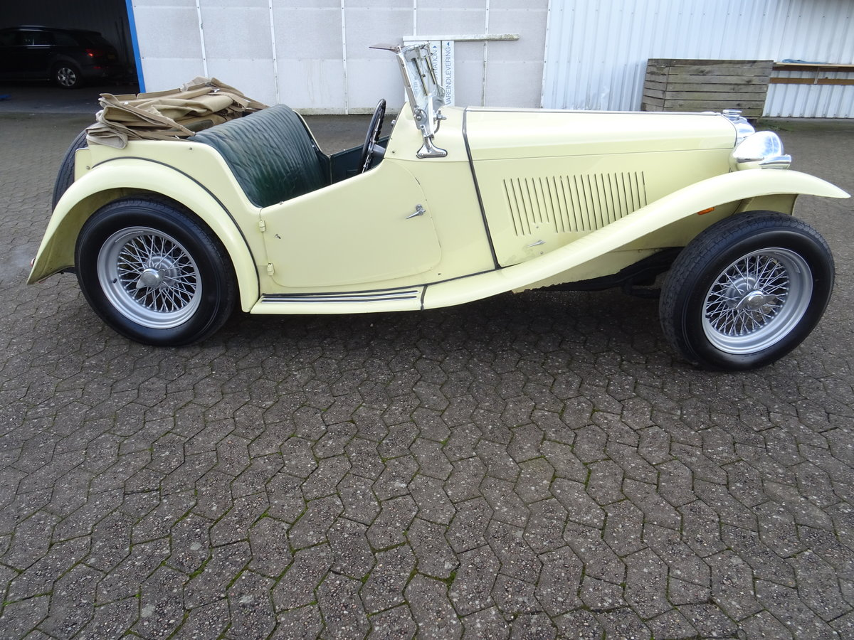 1947 MG TC Sequoia Cream with Green leather interior For Sale (picture 2 of 24)