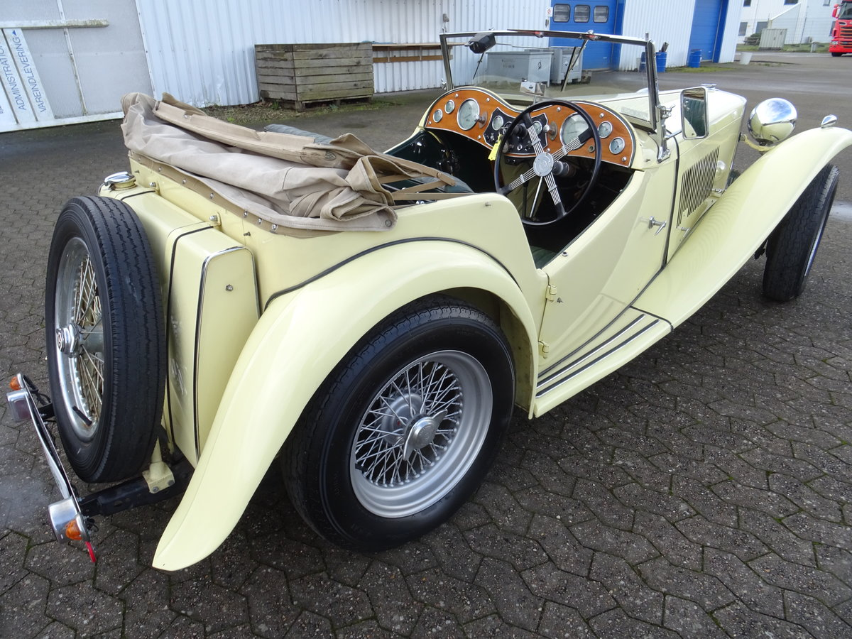 1947 MG TC Sequoia Cream with Green leather interior For Sale (picture 5 of 24)