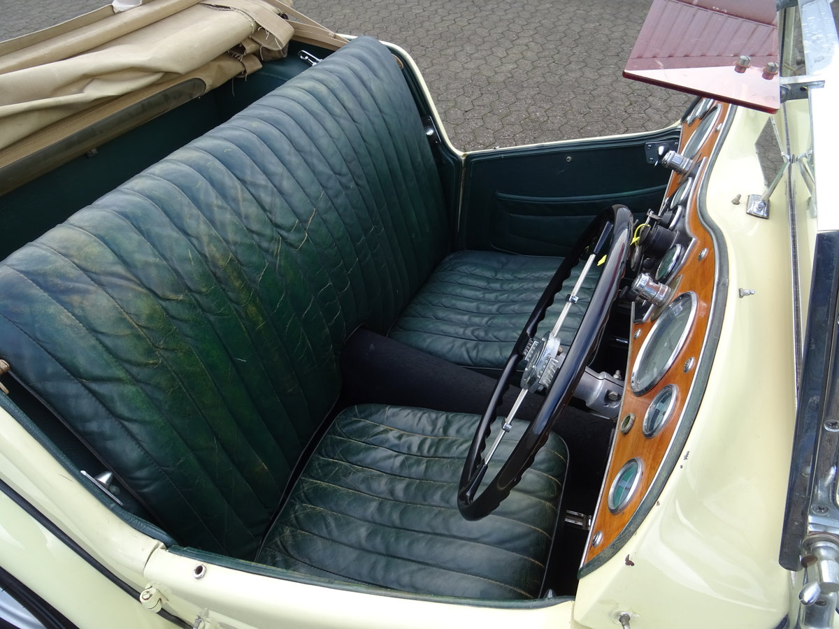 1947 MG TC Sequoia Cream with Green leather interior For Sale (picture 9 of 24)