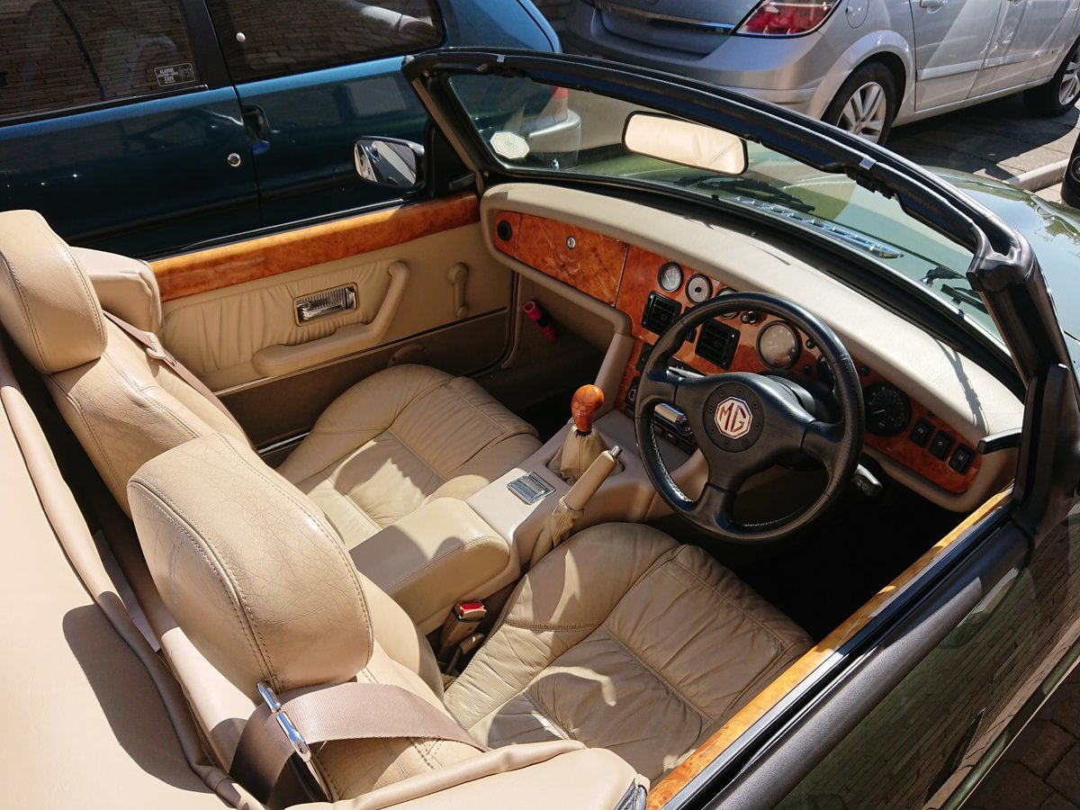 1994 Superb example of an MG RV8 For Sale (picture 3 of 5)