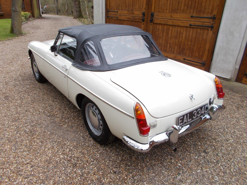 MGB Roadster 1965 Rebuilt on Heritage Shell  SOLD (picture 2 of 6)