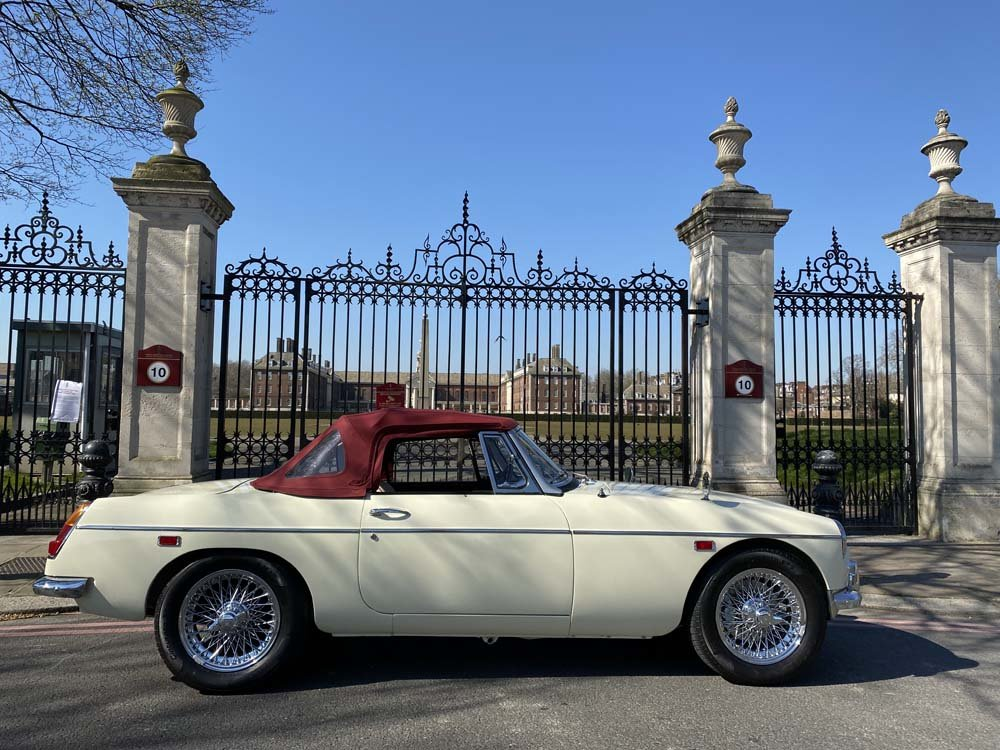 1969 MG C - Completely restored & 204 miles only since For Sale (picture 2 of 24)