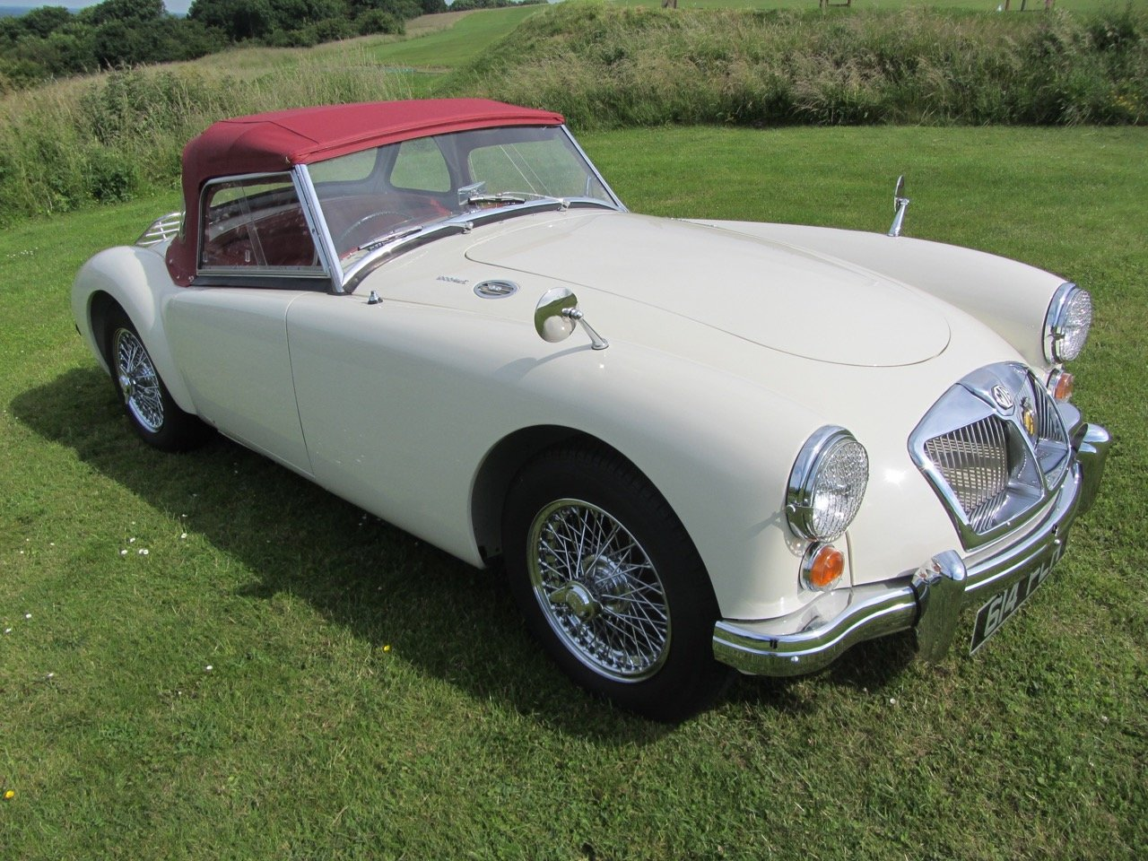1961 MGA 1600 Mk2 Roadster SOLD (picture 2 of 6)