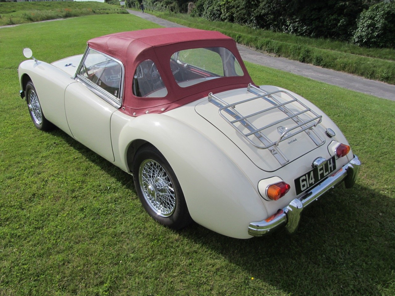 1961 MGA 1600 Mk2 Roadster SOLD (picture 3 of 6)