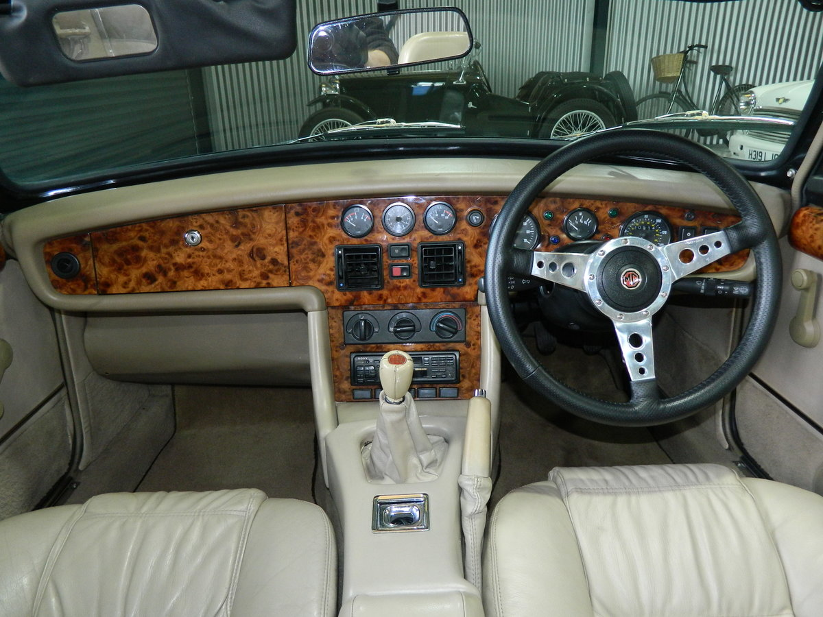 1994 MG RV8 4.0 For Sale (picture 4 of 6)