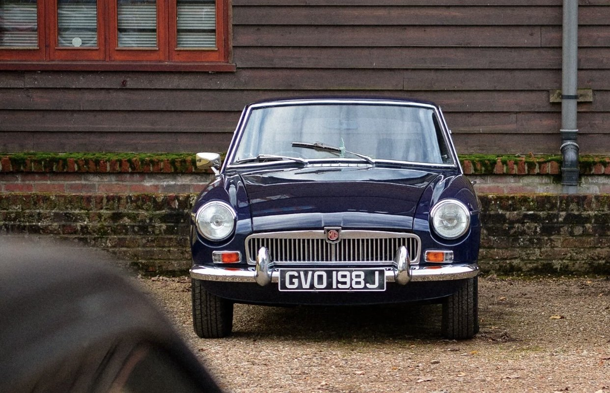 1971 MGB GT for hire in London and Surrey For Hire (picture 1 of 6)