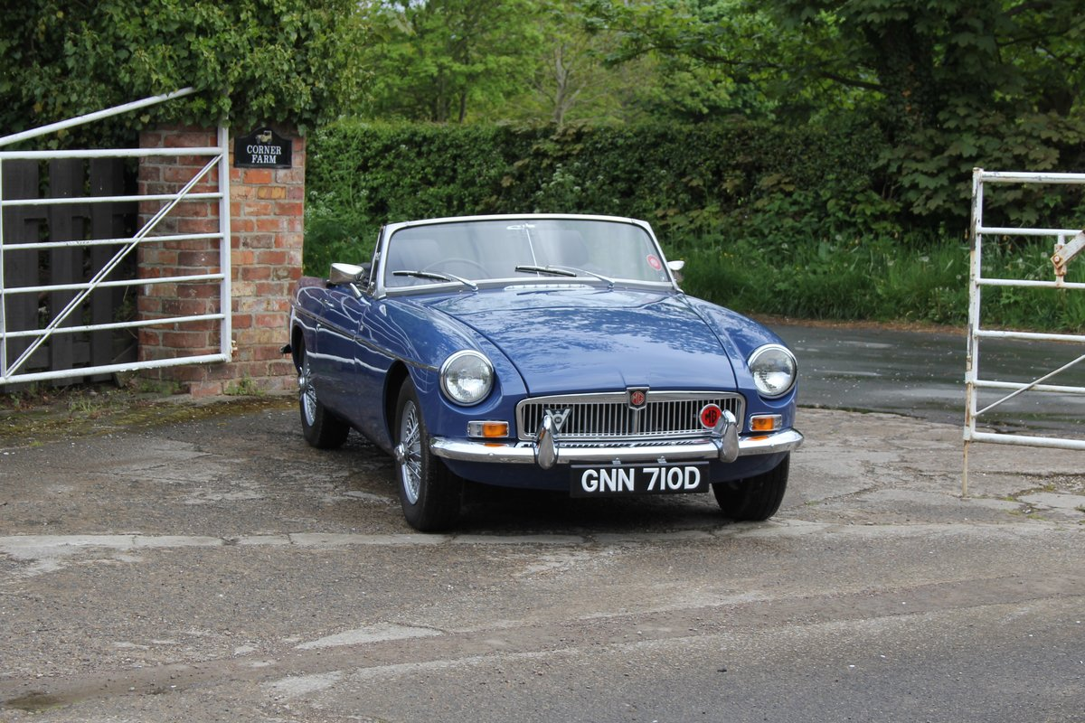 1966 MGB Roadster, show standard, original colours, UK car For Sale (picture 1 of 20)