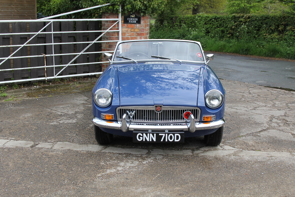 1966 MGB Roadster, show standard, original colours, UK car For Sale (picture 2 of 20)