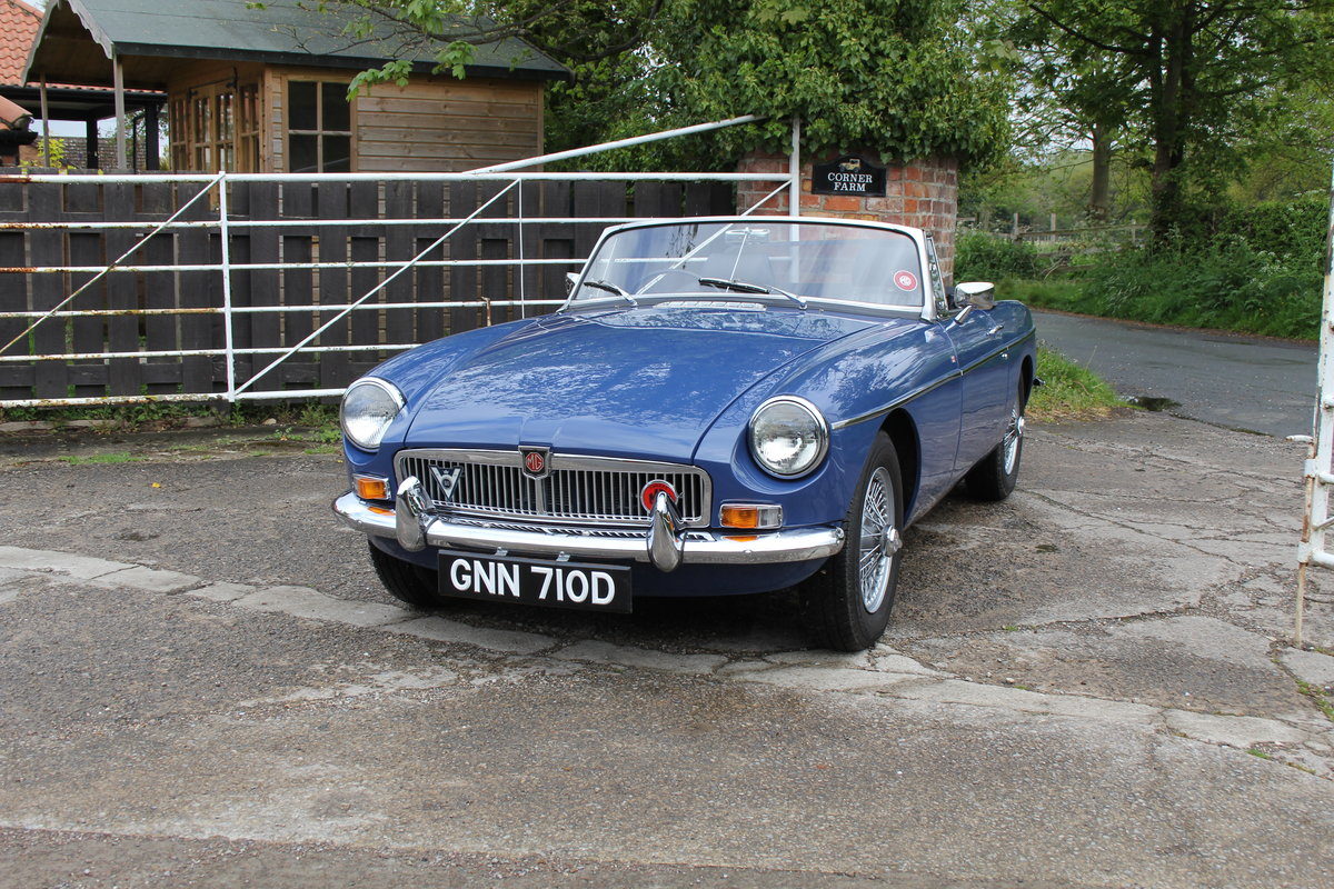 1966 MGB Roadster, show standard, original colours, UK car For Sale (picture 3 of 20)