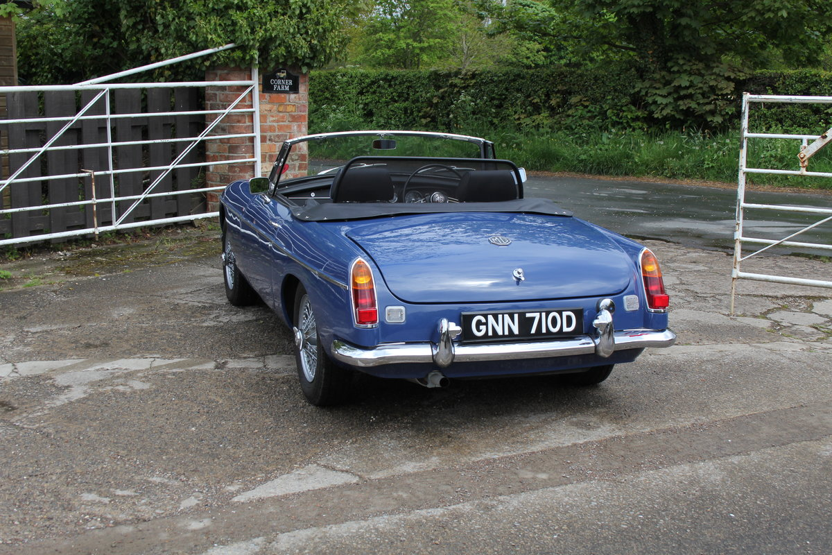 1966 MGB Roadster, show standard, original colours, UK car For Sale (picture 4 of 20)