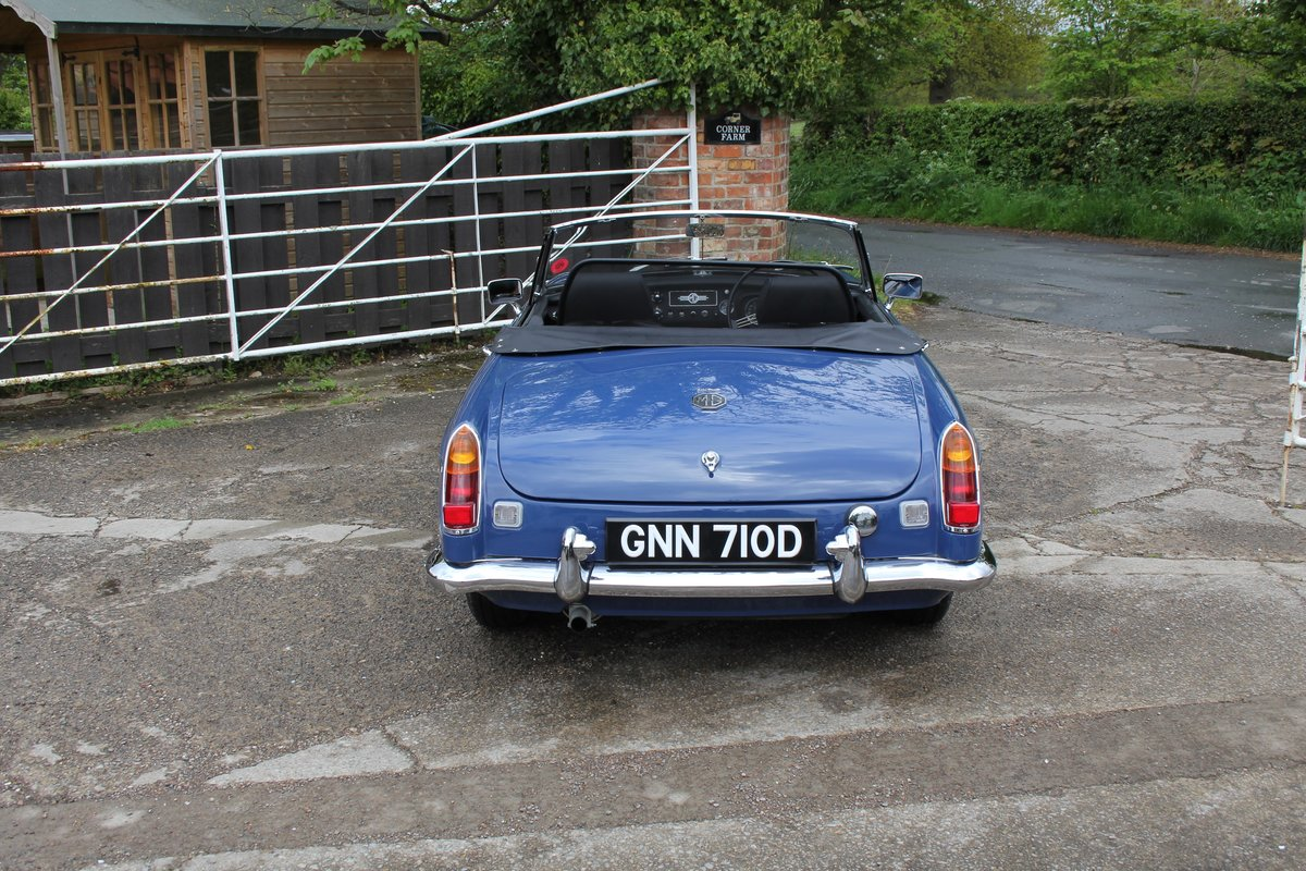 1966 MGB Roadster, show standard, original colours, UK car For Sale (picture 5 of 20)